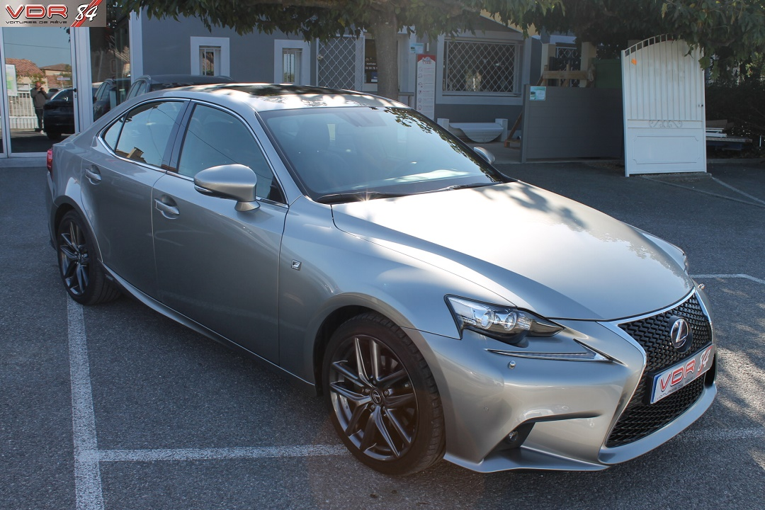 vente lexus is 300 h f sport
