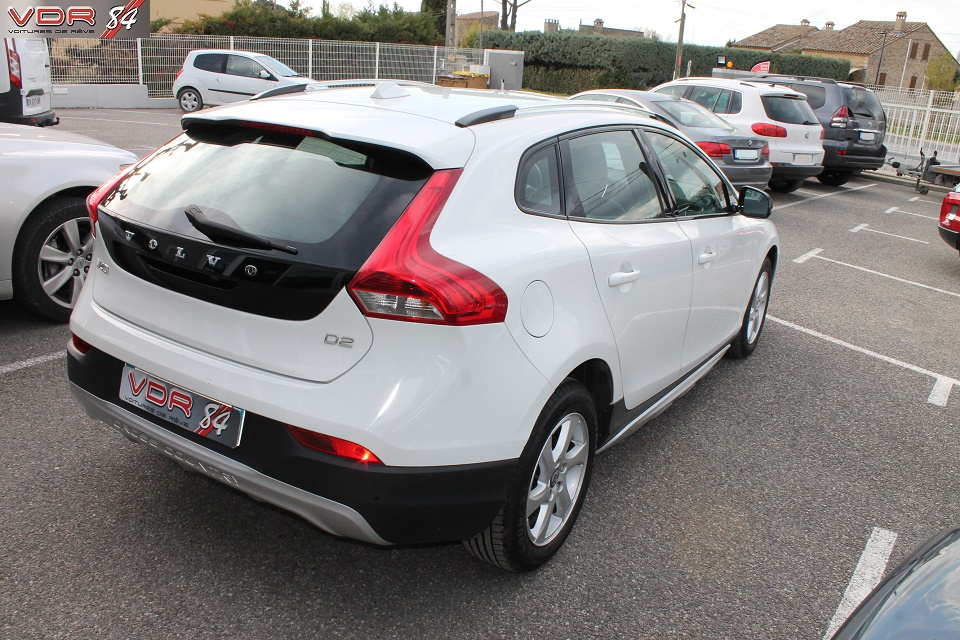 Volvo V40 D2 Cross Country BVM6 115 Ch 99gr de CO2/km